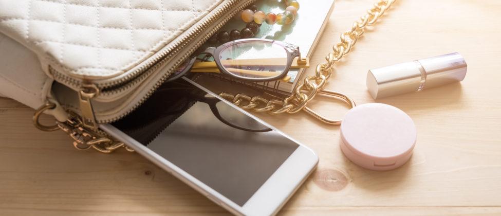 Týchto 10 vecí by nemalo chýbať v kabelke žiadnej ženy: Máte ich všetky?